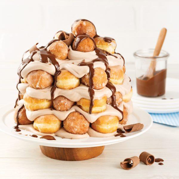 Gâteau de beignes à la crème fouettée chocolatée