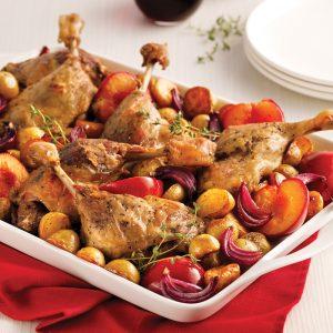 Cuisses de canard rôties aux prunes et à l'érable