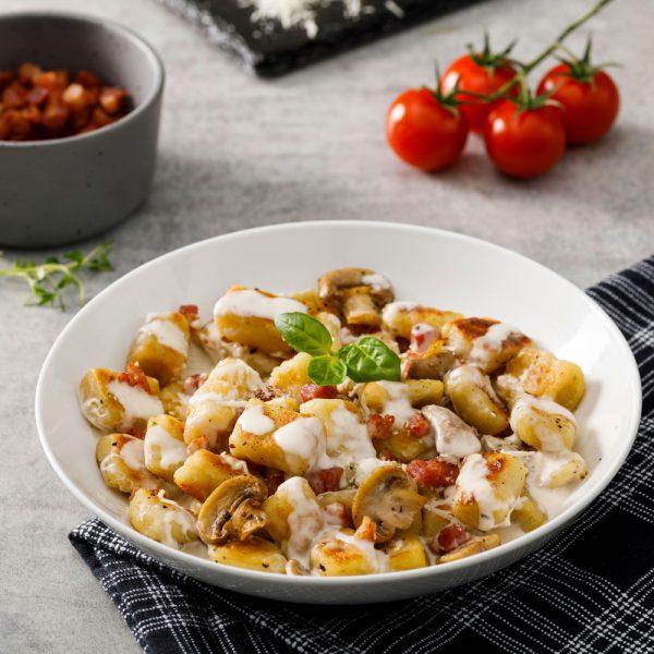 Gnocchis, sauce crémeuse aux champignons et pancetta
