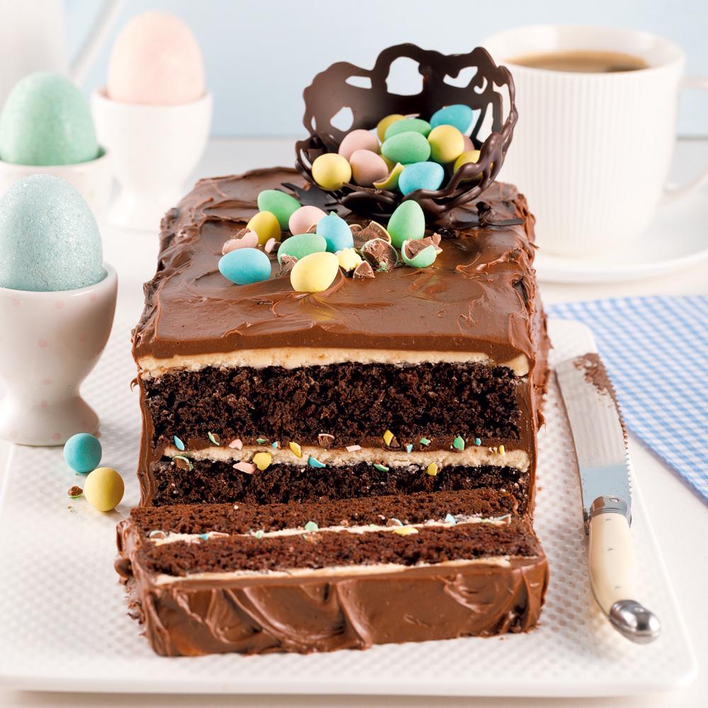 Gâteau deux étages au chocolat et Mini Eggs