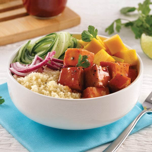 Poke bowl au tofu barbecue et mangue