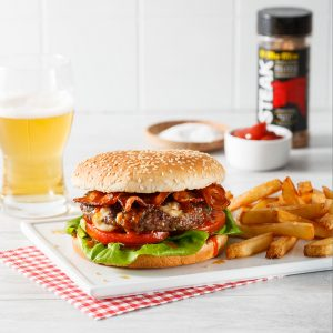 Burger au bacon et fromage en grains