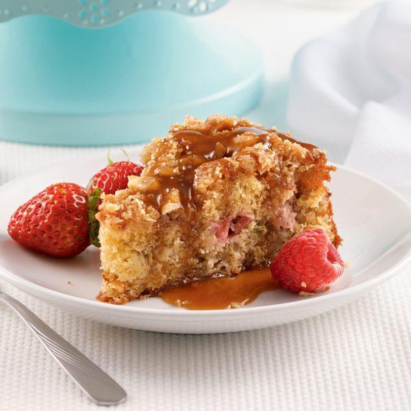 Gâteau croustillant à la rhubarbe, sauce au caramel