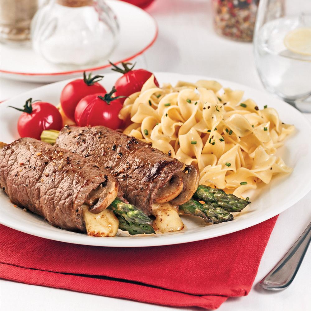 Smoked Cheddar, Asparagus and Mushroom Steak Rolls