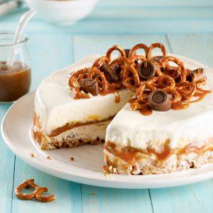 Gâteau crème glacée au caramel et croûte de bretzels