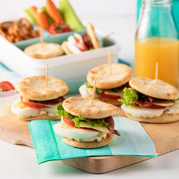 Mini-sandwichs aux œufs sur pains naan