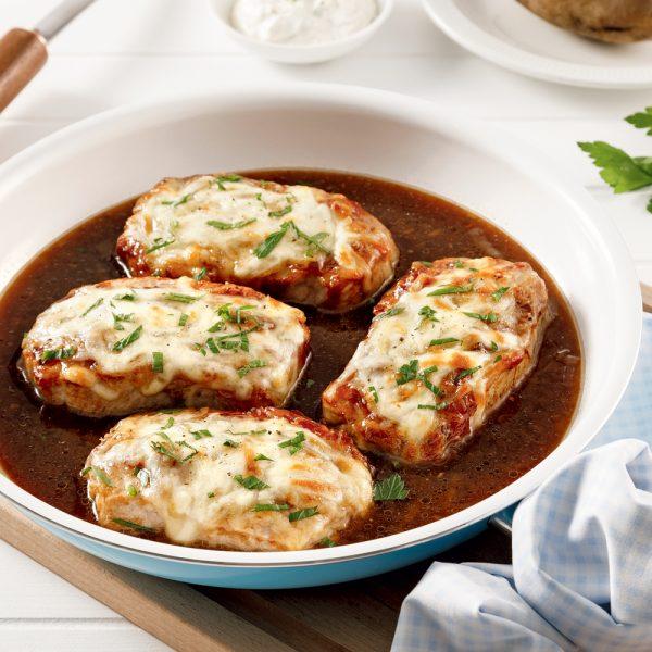 Côtelettes de porc gratinées à la soupe à l'oignon