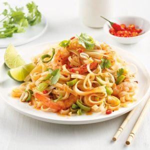 Pad thaï aux poireaux, crevettes et arachides