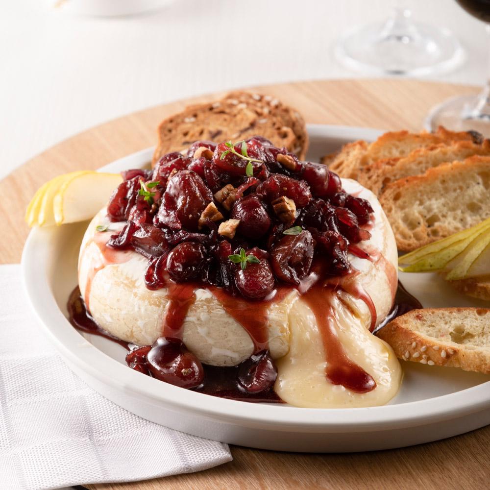 Brie fondant au porto, raisins et pacanes