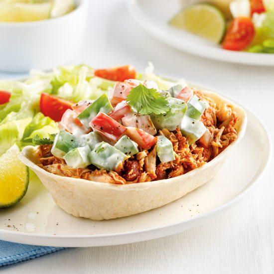 Bols de fajitas au poulet effiloché, salsa et lime à la mijoteuse