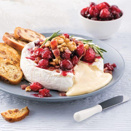 Brie fondant aux noix de Grenoble, canneberges et érable
