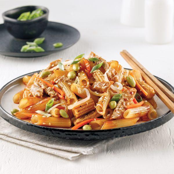 Nouilles chinoises au porc et légumes asiatiques