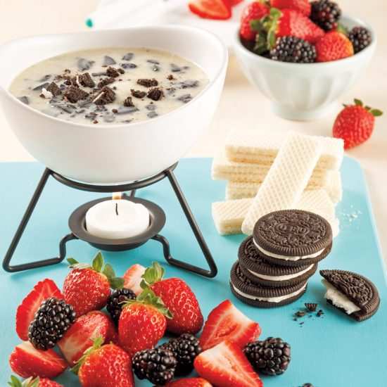 Fondue au chocolat blanc et biscuits Oreo