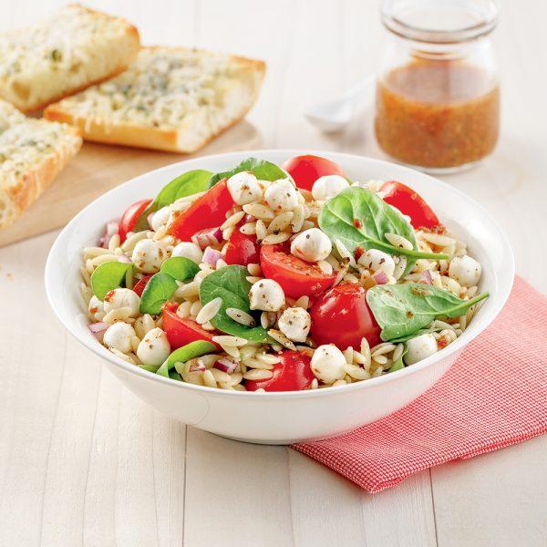 Salade d'orzo aux tomates et épinards
