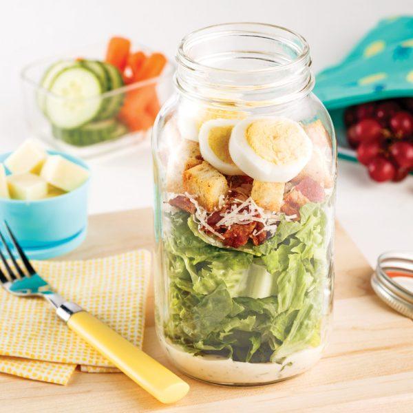 Salade César aux œufs en pot