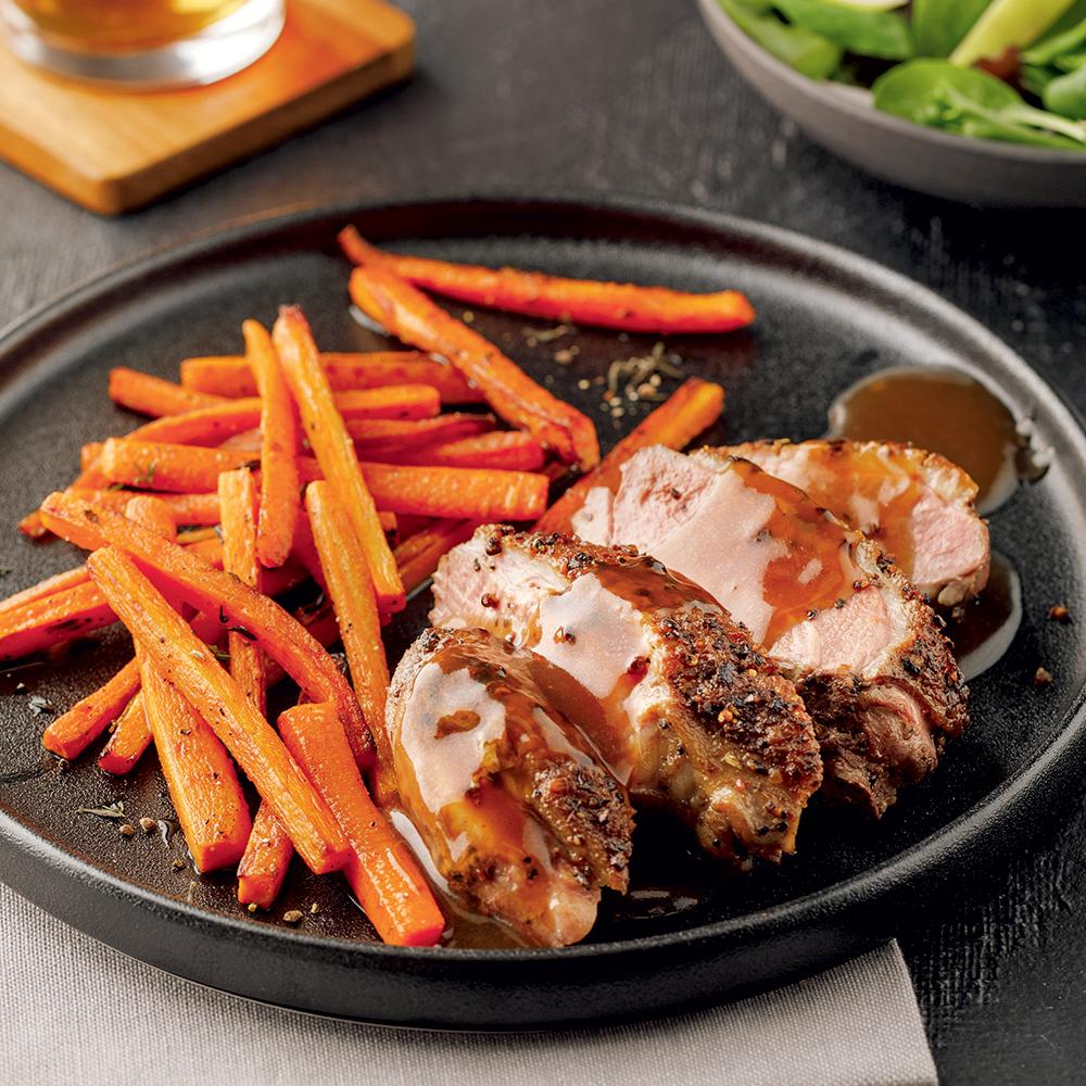 Steaks de canard aux épices à steak et frites de carottes