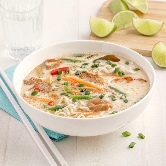 Soupe Tom Kha aux ramens et au porc