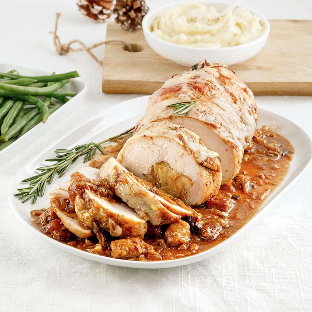 Rôti de poitrine de dindon farcie au pain et à la soupe à l'oignon