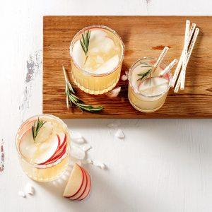 Cocktail à la pomme épicée et romarin