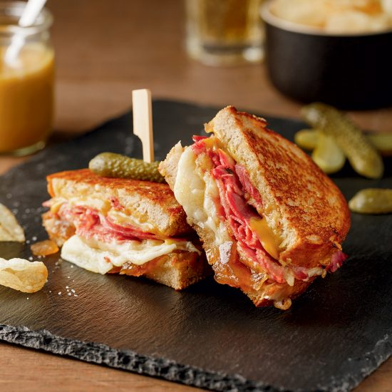 Grilled cheese gourmands au smoked meat de canard
