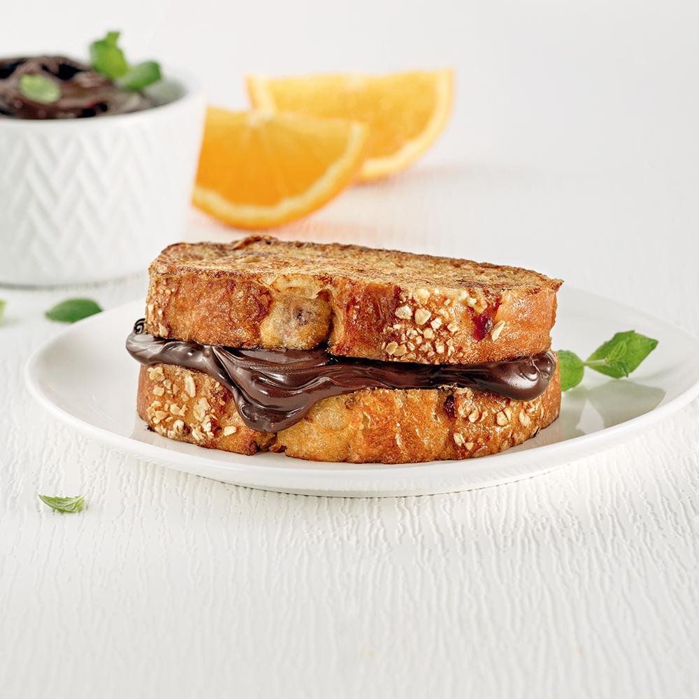 Sandwich de pain doré au chocolat