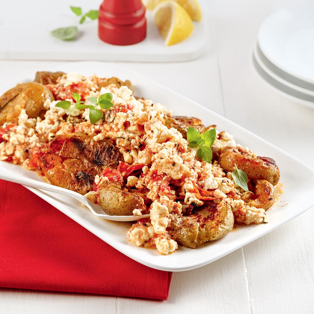 Pommes de terre grelots croustillantes à la feta et tomates