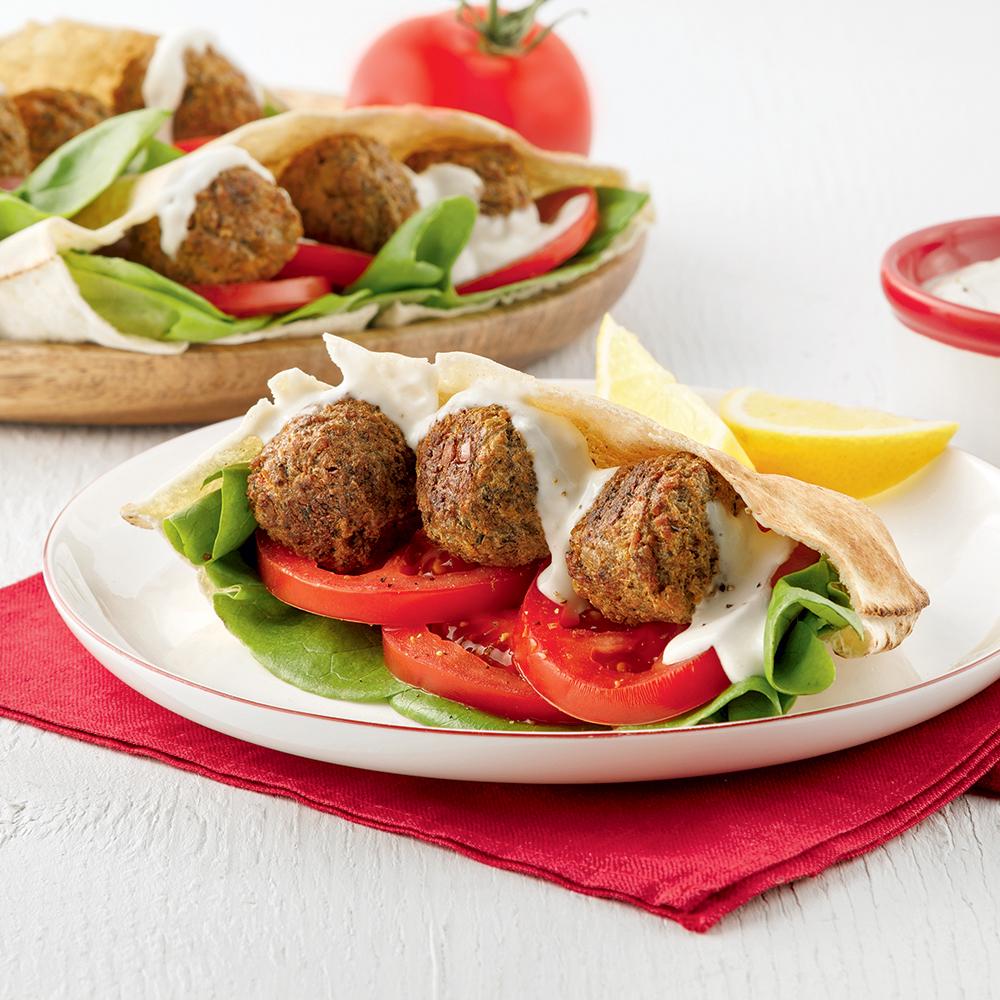 Pitas aux falafels avec mayonnaise à l'ail