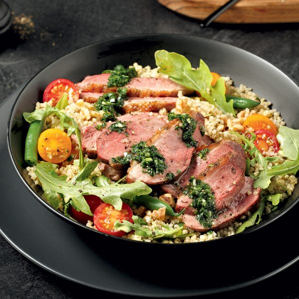 Salade tiède de quinoa avec steak de canard et chimichurri