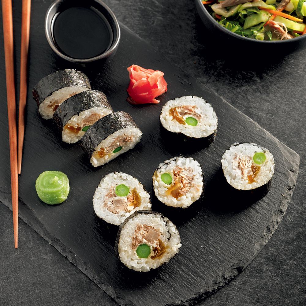 Sushis au canard confit, asperges tempura et oignons caramélisés
