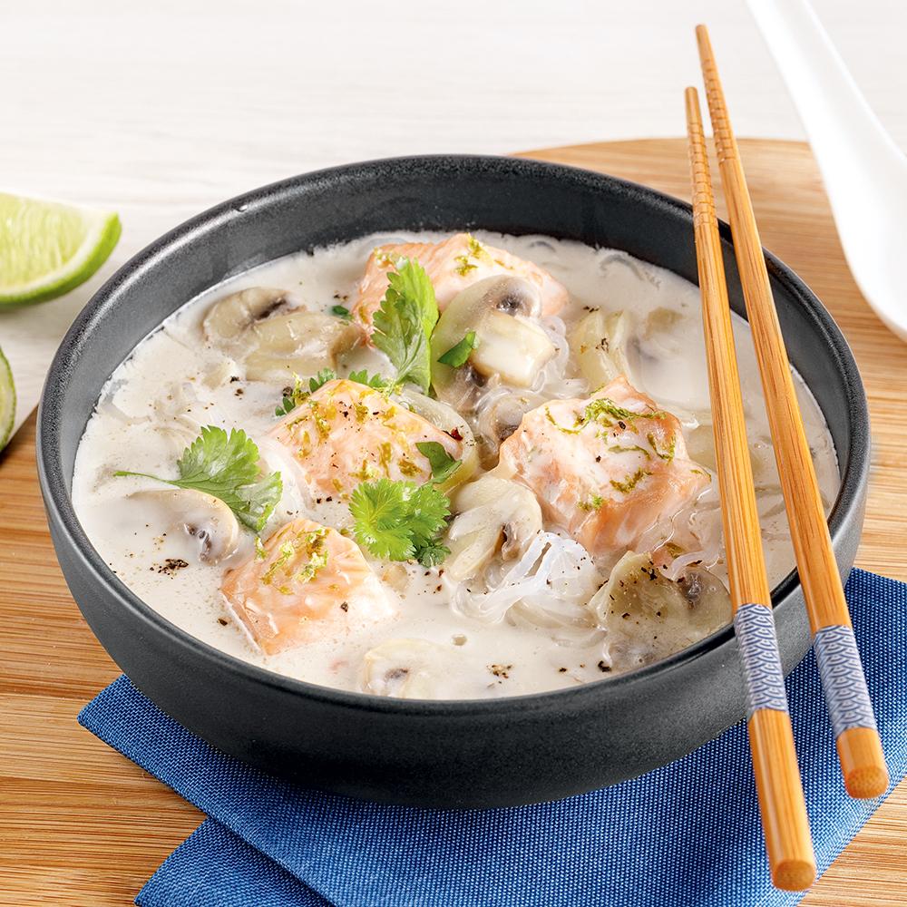 Soupe au saumon et lait de coco