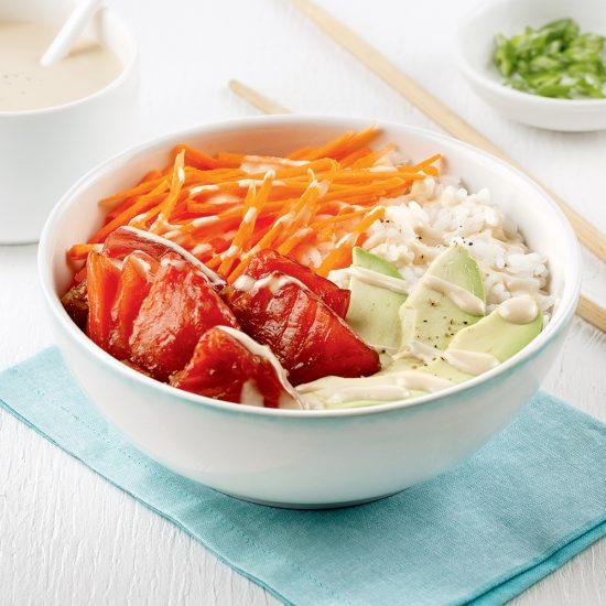 Poke bowl de saumon fumé au bois d'érable