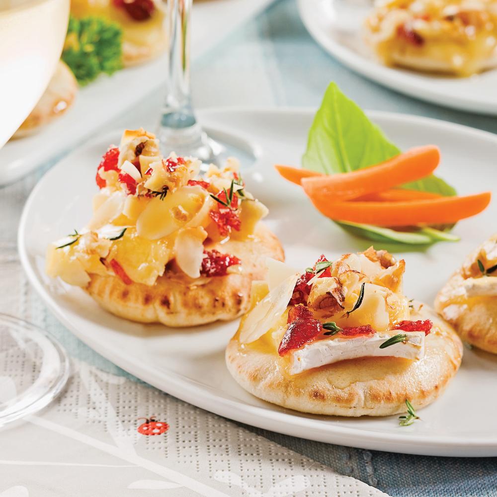 Mini-pitas au brie, canneberges et noix