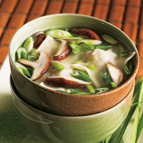 Soupe aux raviolis au porc