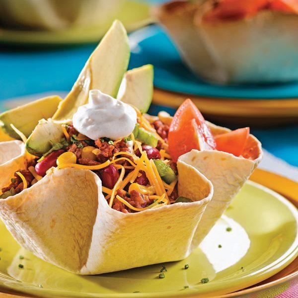 Salade mexicaine en fleurs de tortillas