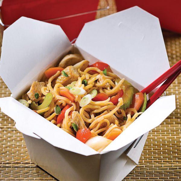 Chow mein au poulet et basilic