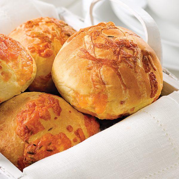 Petits pains chauds au cheddar