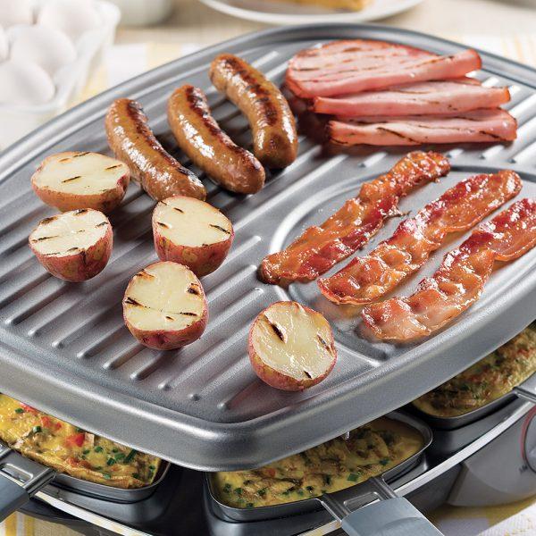 Festin brunch sur le gril à raclette