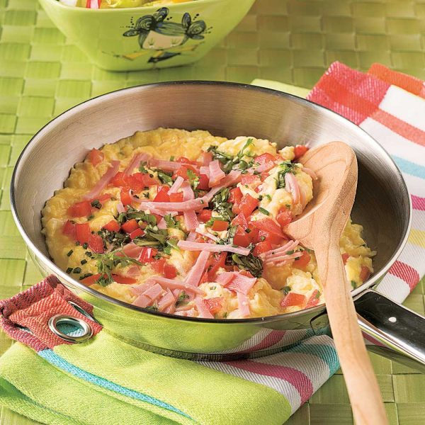 Omelette jambon, fromage et tomate