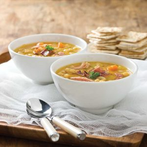 Soupe aux pois et jambon traditionnelle
