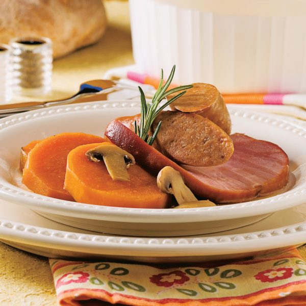 Saucisses et jambon aux pommes de terre douces