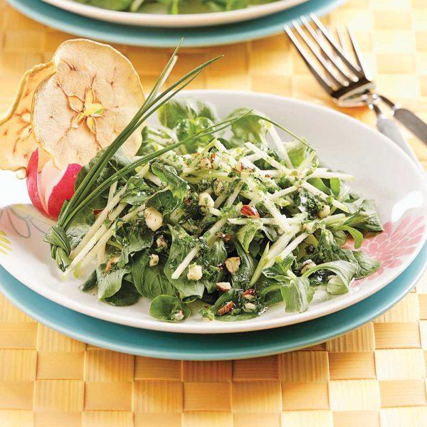 Salade de mâche aux pommes et noisettes