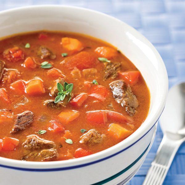 Soupe aux poivrons, tomates et boeuf