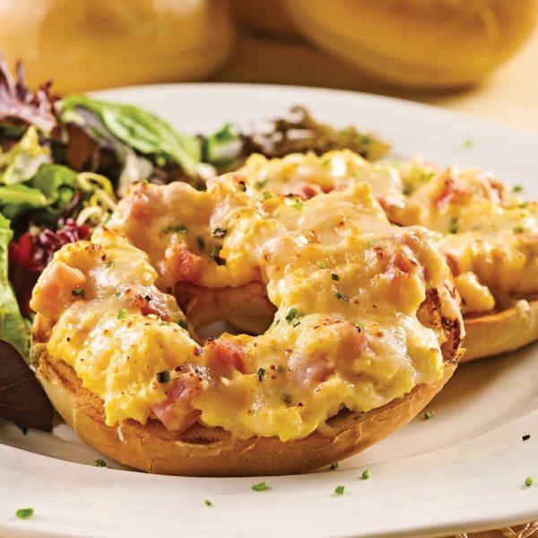 Bagels gratinés aux œufs et jambon