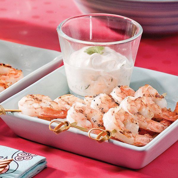 Brochettes de crevettes et trempette à la lime