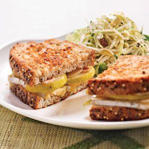 Grilled cheese aux poires et aux amandes
