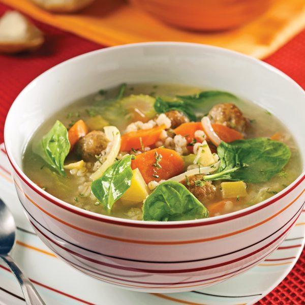 Soupe aux boulettes de porc, aux légumes et à l'orge
