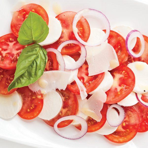 Tomates avec bocconcinis et basilic