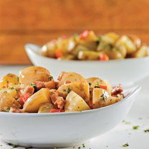 Salade de pommes de terre aux poivrons grillés et bacon