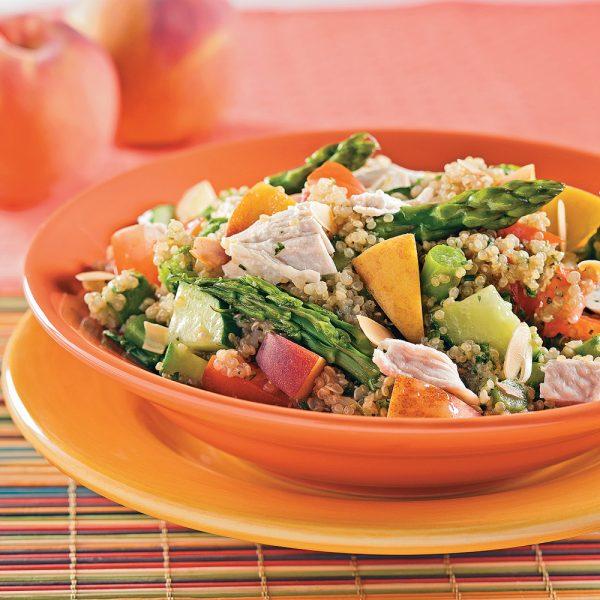 Salade de quinoa au poulet et pêches