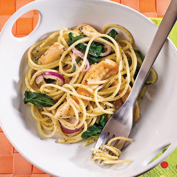 Spaghettis au poulet grillé et épinards
